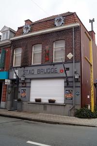 Spelers en bestuur van Club Roeselare brengen zondag een bezoek aan café Stad Brugge.