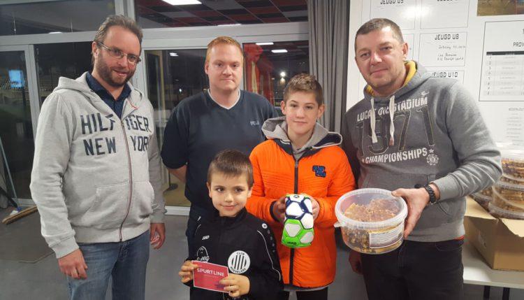 De wafelverkoop van de jeugdwerking Club Roeselare werd een groot succes.